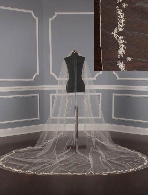 St.-Pucchi-M1138-Bridal-Veil