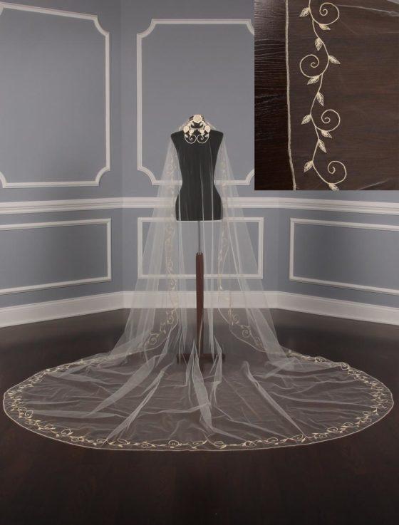 St.-Pucchi-M1362-Bridal-Veil
