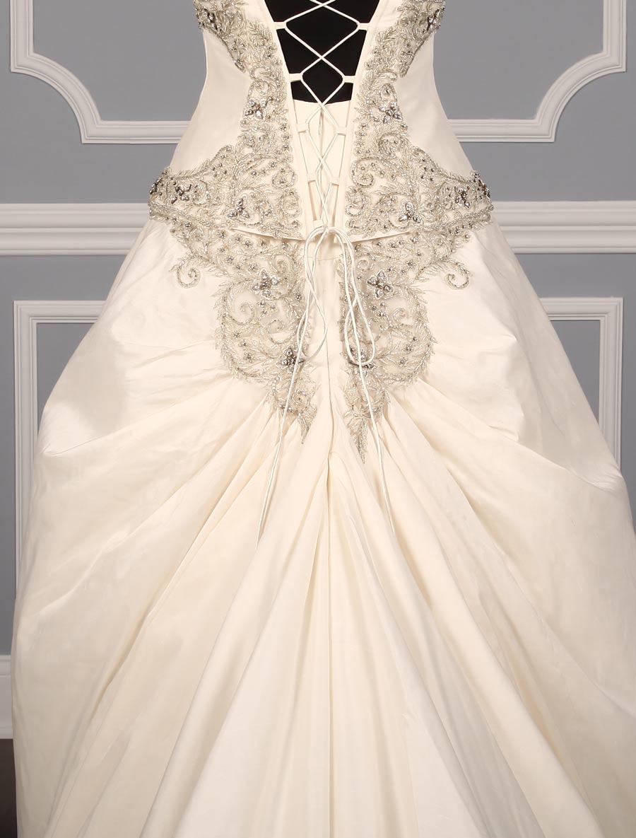 St pucchi isabella z209 wedding dress back skrit detail for Wedding dress with back detail